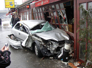 4-9-06_car_accident_pic